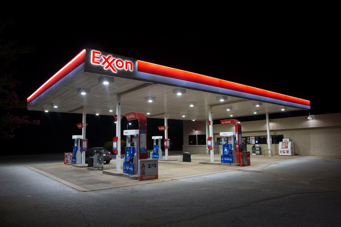 exxon synergy canopy at night