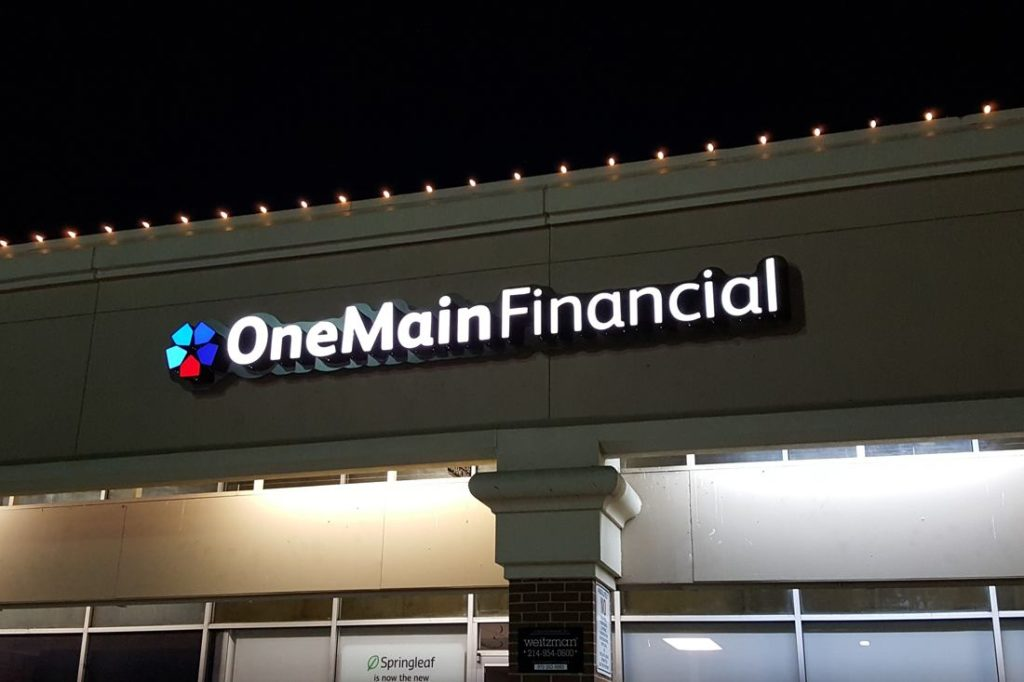 onemain financial channel letters at night