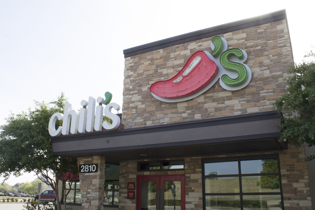 chilis channel letters and neon freestanding sign
