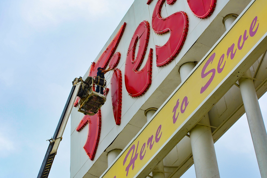 fiesta mart pylon sign maintenance