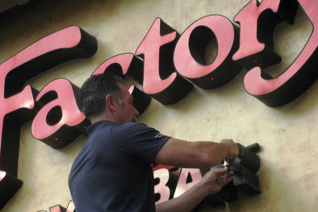 Cheesecake Factory maintenance on channel letters