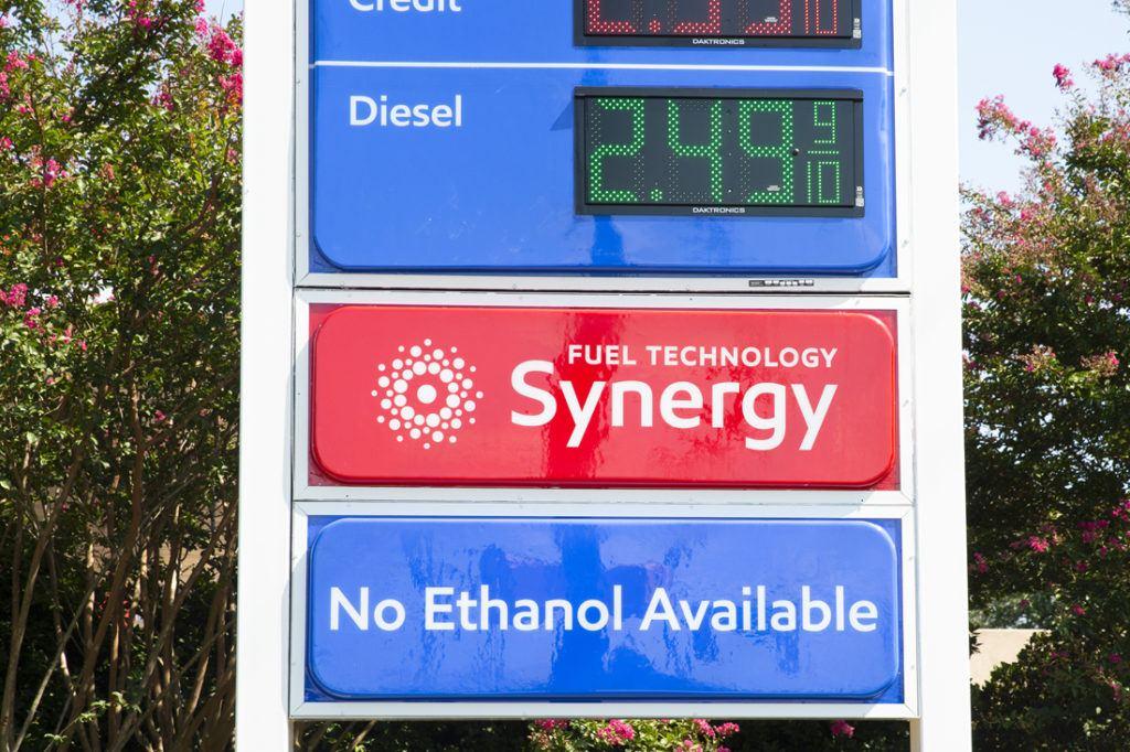 Exxon Mobil Petroleum 1100x733 (19)