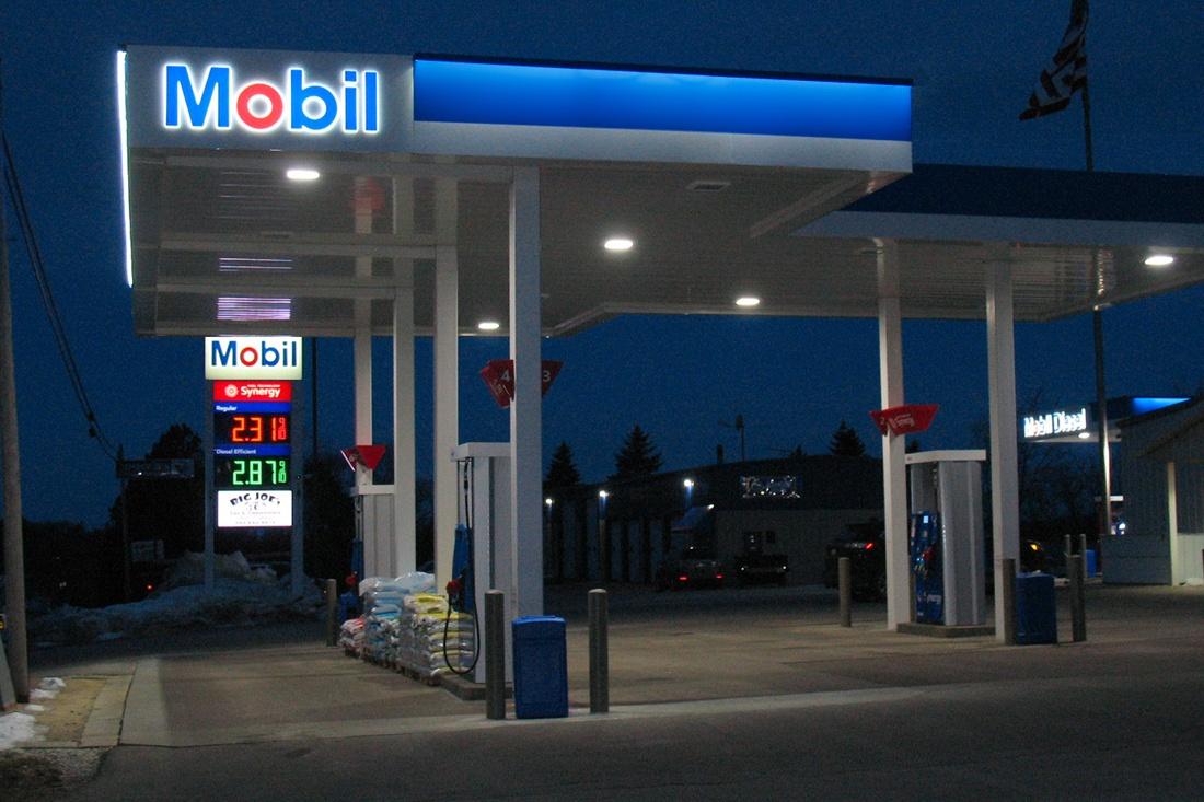 Exxon Mobil Petroleum 1100x733 (28)
