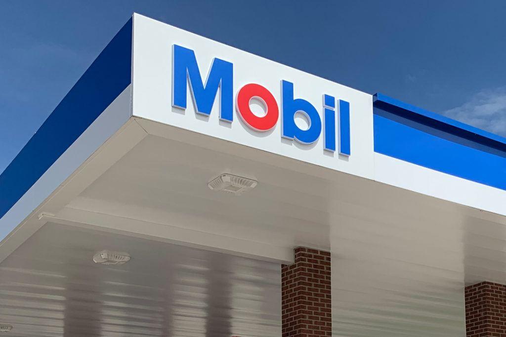Exxon Mobil Petroleum 1100x733 (29)