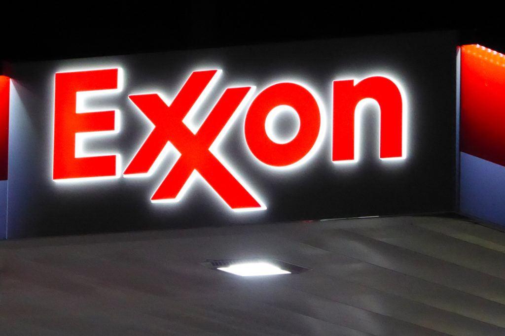 Exxon Mobil Petroleum 1100x733 (36)