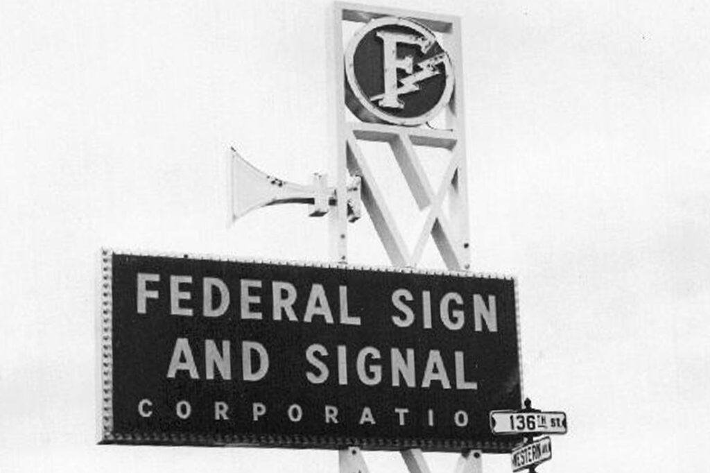 1940s-1950s-1960's-1970s-vintage-signage_0011_FSS136&Western