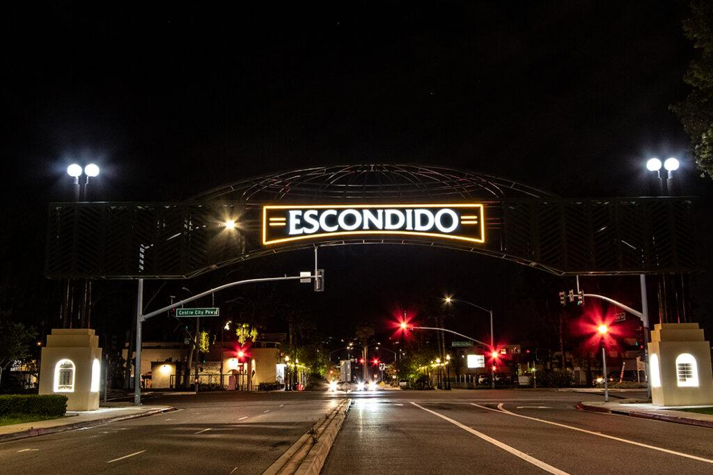 escondido_arch_welcome_sign_manufacturing_installation_government_1100x733_0002_night shot 1