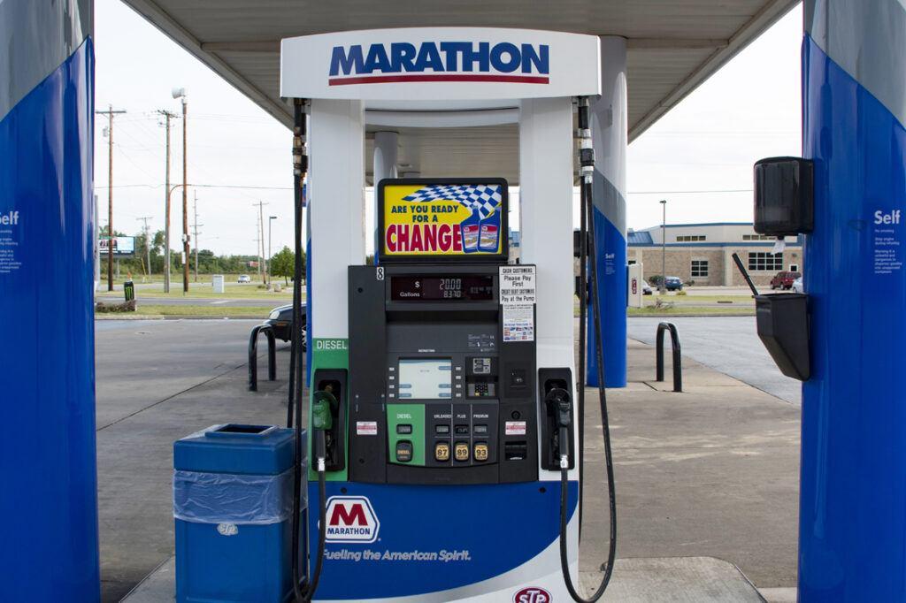marathon-photos-website-1100x733_canopy_dispenser_column_cladding_petroleum_0000_dispenser_horizontal_edits_marathon_JJA