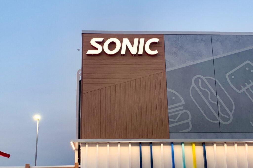 sonic 1100x733 signage restaurant (3)