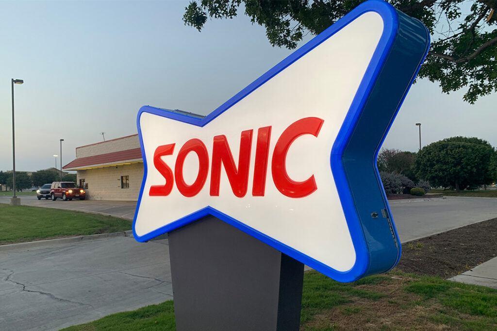 sonic 1100x733 signage restaurant (4)