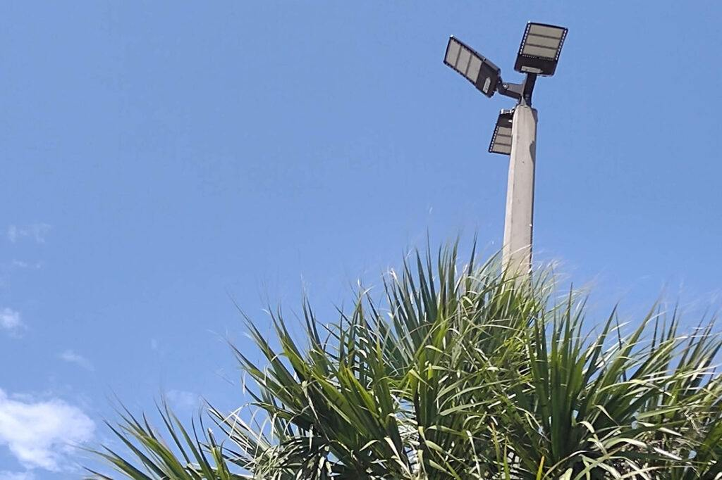 rooms to go - exterior lighting maintenance - LEDs_0002_PL Light _ PC Close up